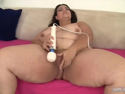 BBW Does It Herself