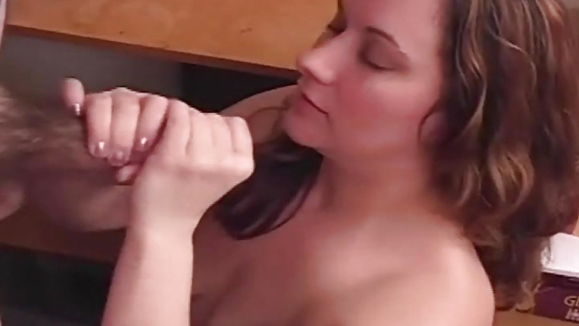 BBW Amateur Gives Great Handjob
